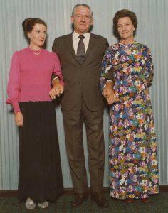 19740506 Perth BRAND Gwen, BRAND, Al, and BRAND Marjorey